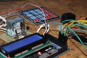 Control de acceso con teclado matricial y Arduino