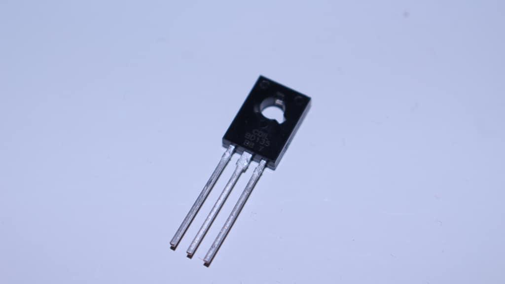 Transistor BJT en saturación