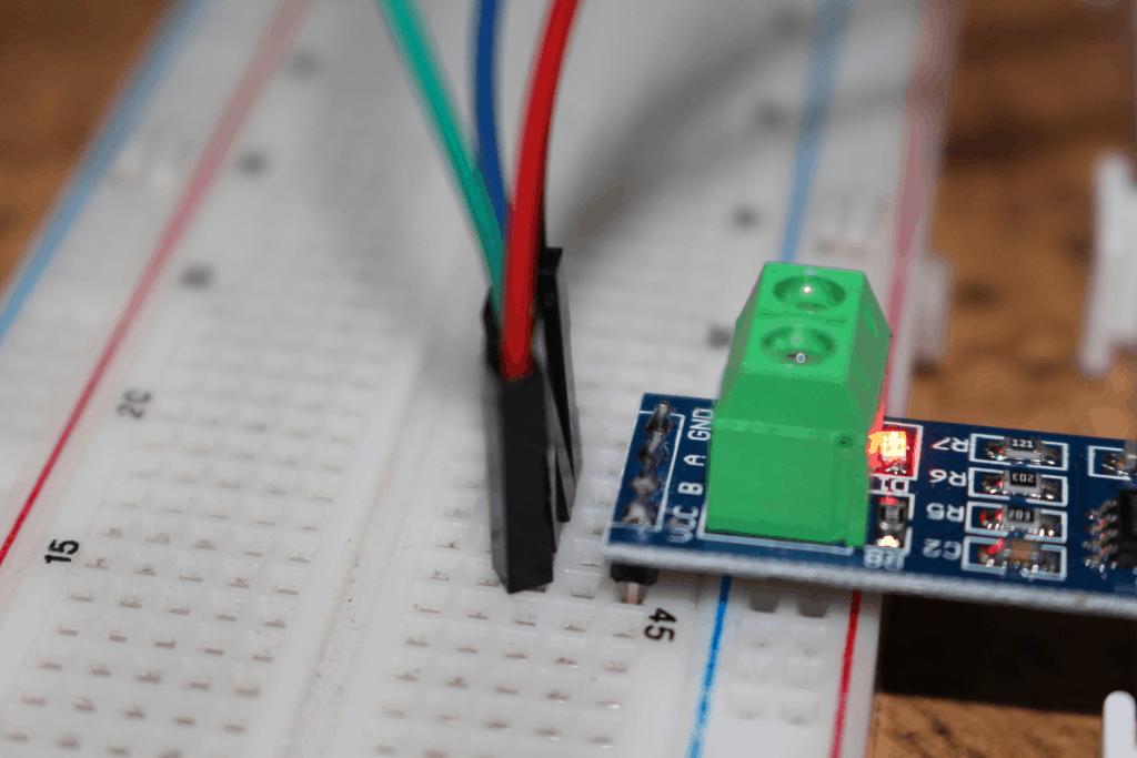 MAX485 en protoboard para RS485 con Arduino