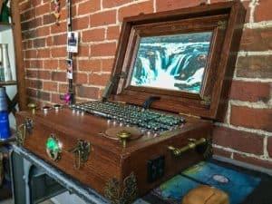 Portátil steampunk con Raspberry Pi un tanto peculiar