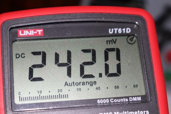 Tensión del sensor a 24.2 grados