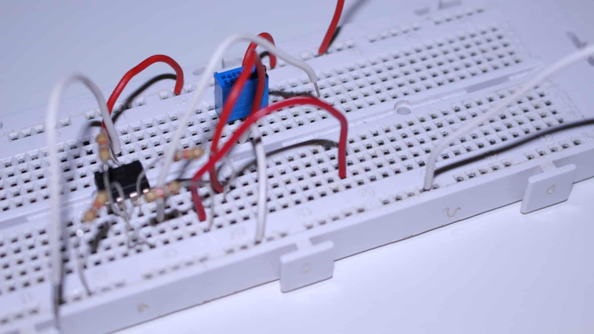 Amplificador sumador de tensión con operacional